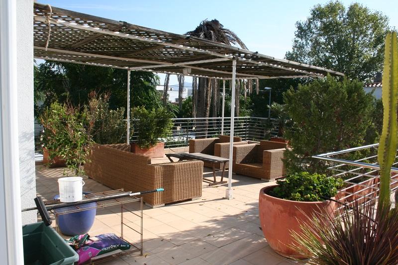 Achat immobilier en espagne maisons grande maison de 4 for Achat appartement avec jardin